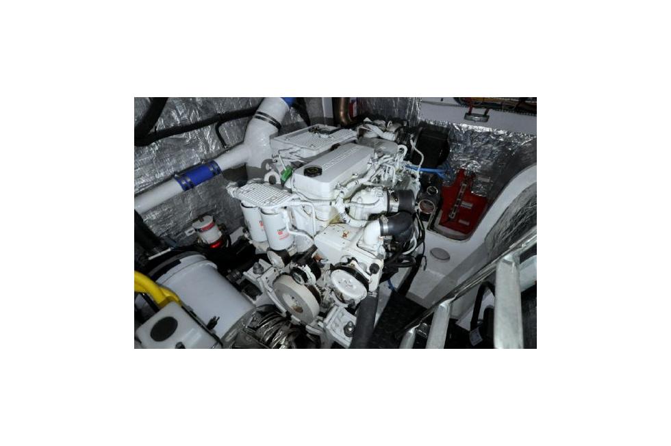Horizon 52PC - Far Niente - Port Engine During 1000 Hour Service