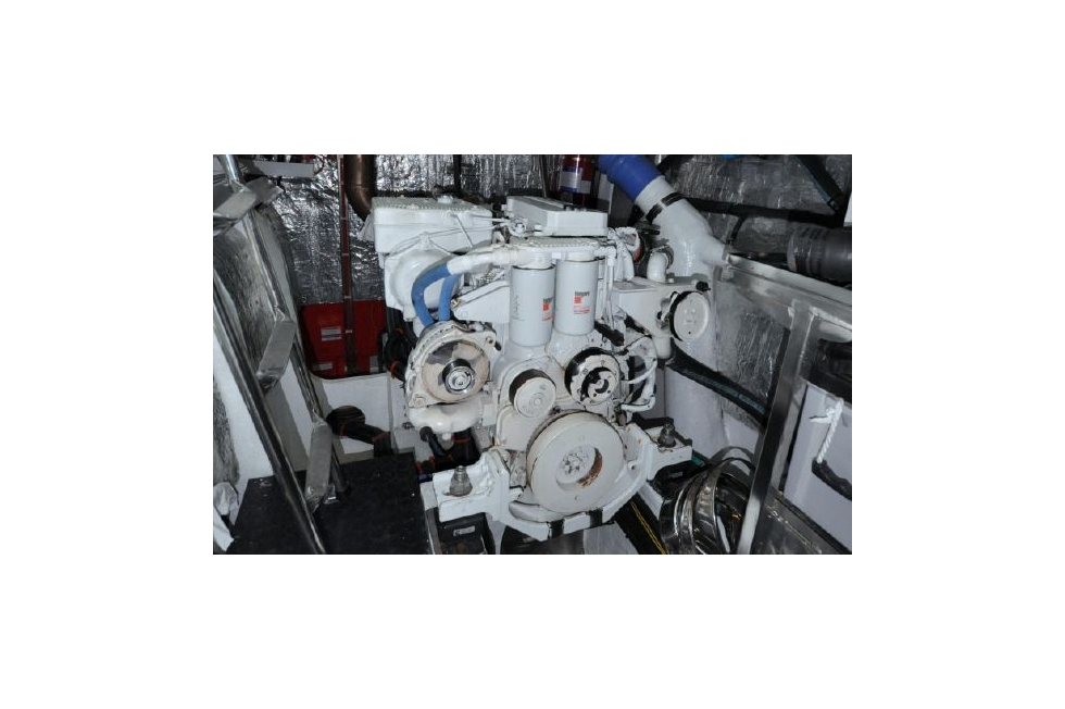 Horizon 52PC - Far Niente - Starboard Engine During 1000 Hour Service