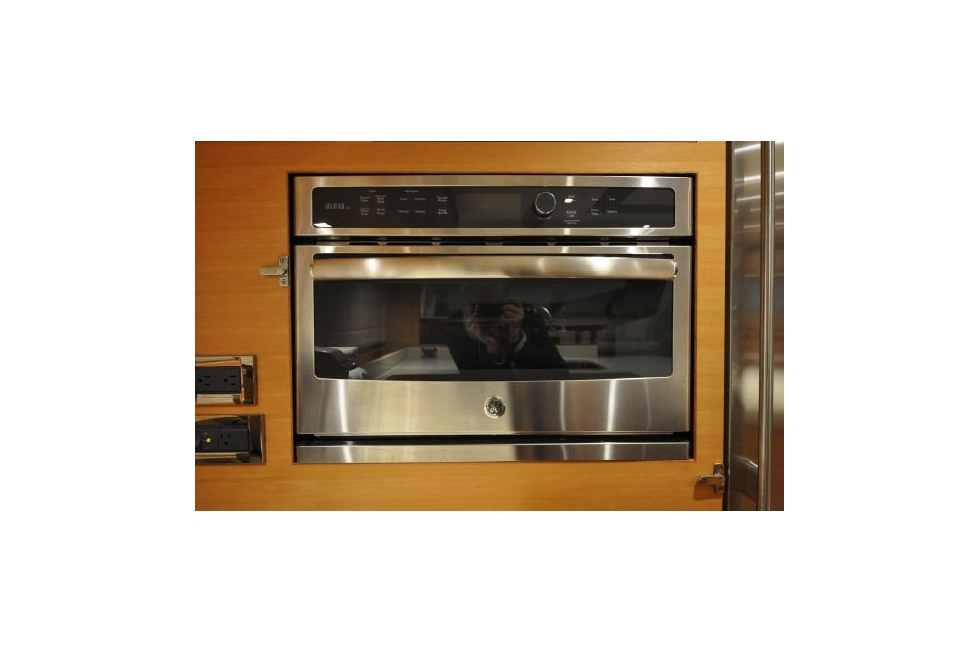 Horizon 52PC - Far Niente - Galley Oven