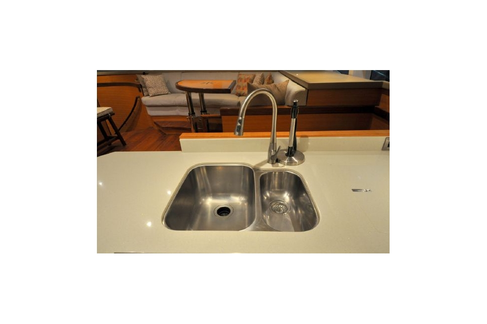 Horizon 52PC - Far Niente - Galley Sink
