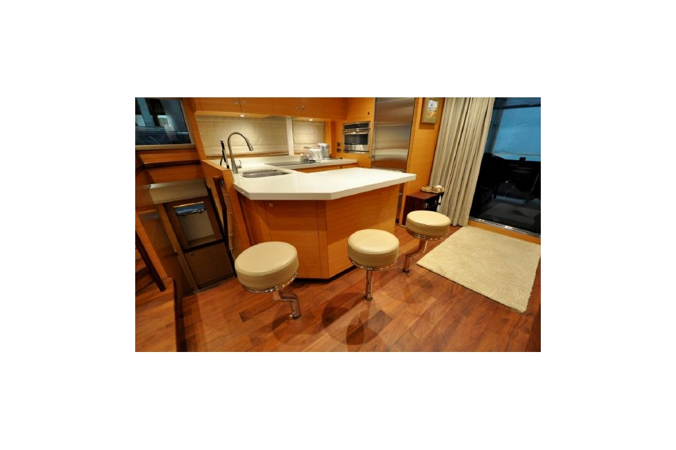 Horizon 52PC - Far Niente - Galley Bar