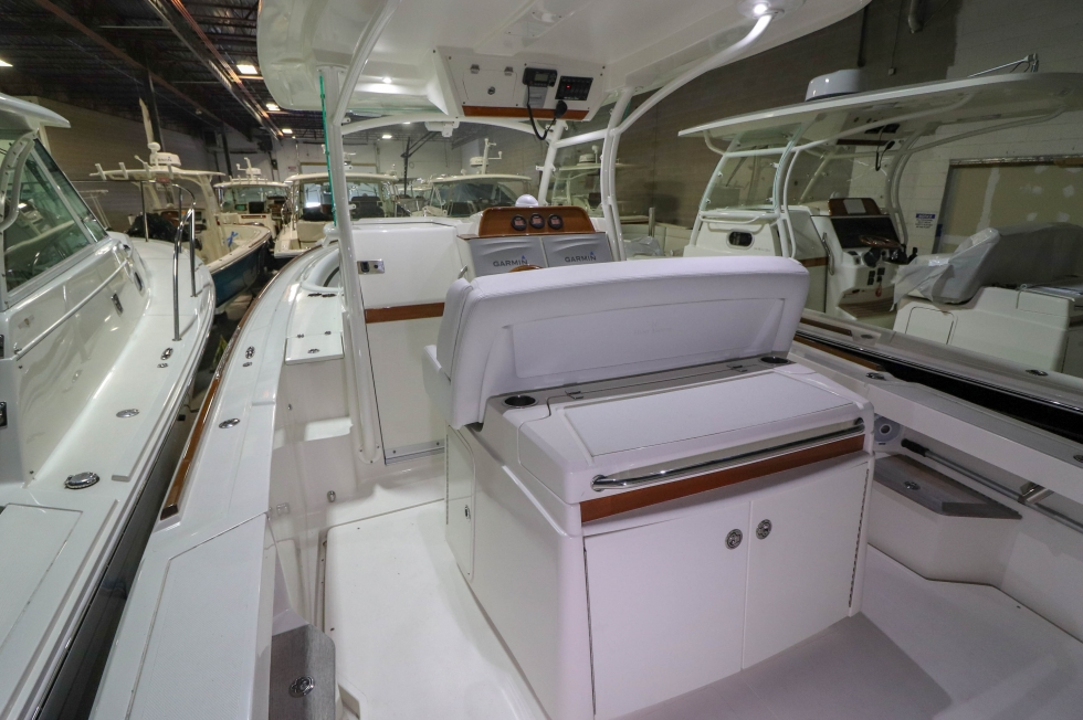2016 Hunt Yachts 32 Center Console